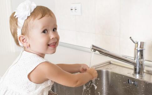 小儿支气管炎的症状及治疗方法 多见于深秋及寒冬