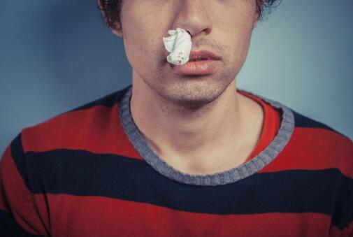 鼻出血发生时刻总是那么突然 为什么会突然流鼻血