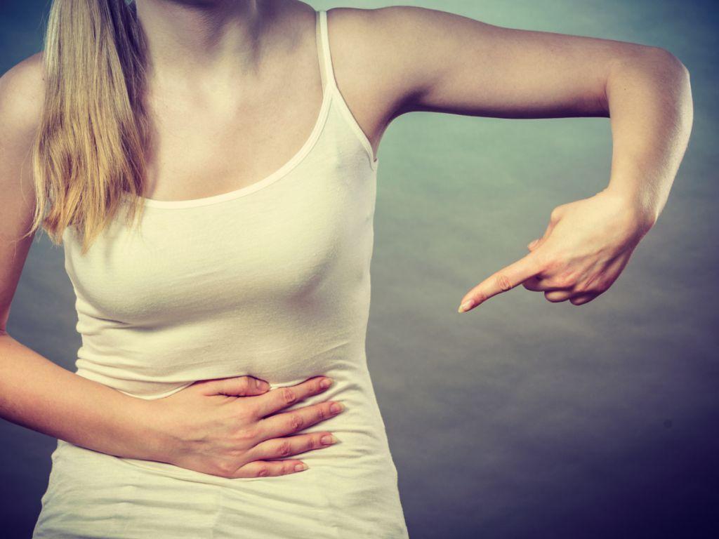 腰酸痛小腹隐痛怎么回事 白带多且异味怎么回事
