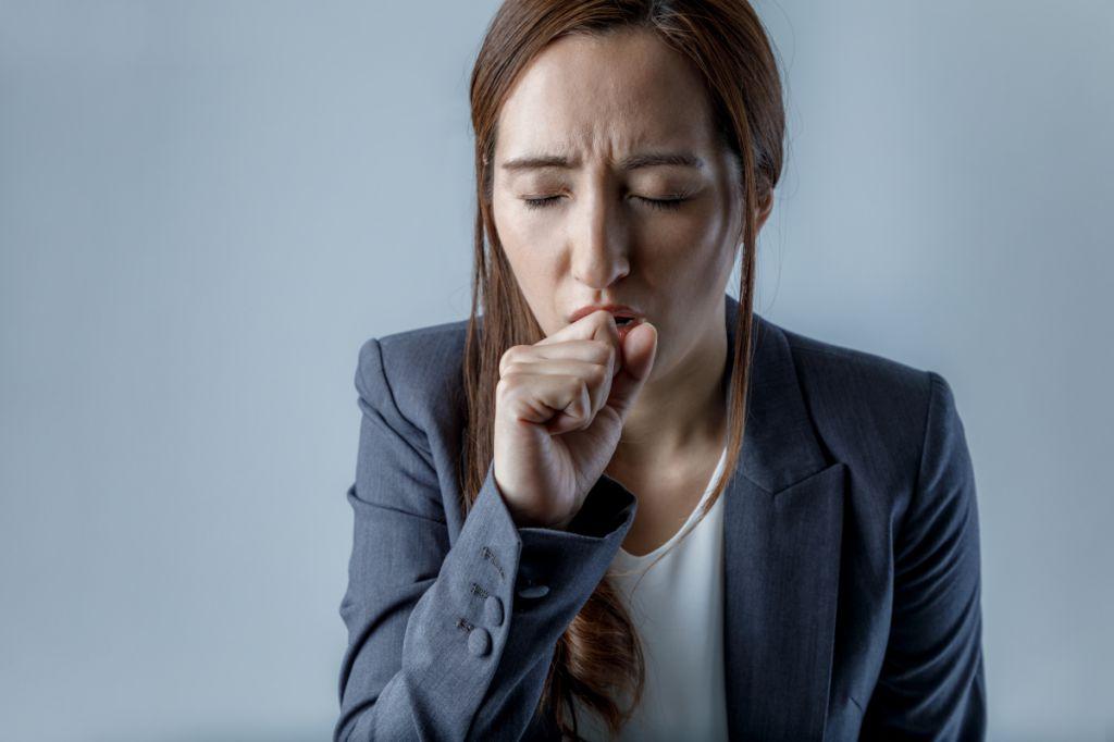 气管感染咳嗽发烧怎么治疗 支气管炎吃什么药