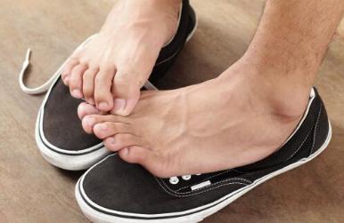 听到某人说自己有脚气 可不要认为人家有脚臭