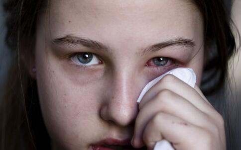 电视剧里不全都是骗人的 真的是没有眼泪可哭