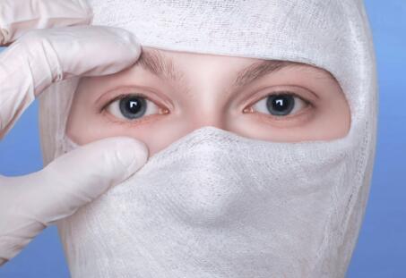 长期使用视频终端设备的人群要小心干眼病