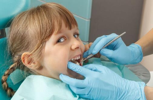 现在的父母一定要看好孩子的牙齿 特别是智齿