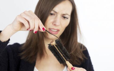 女生掉多少头发算正常 不是脱发
