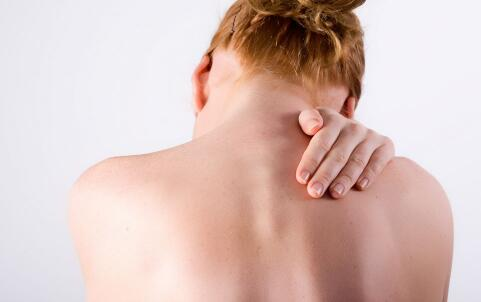强直性脊柱炎的症状 强制性脊柱炎的初期症状