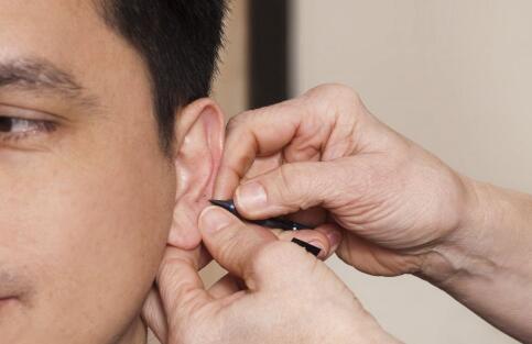 中耳炎出血是怎么回事 中耳炎流脓怎么办