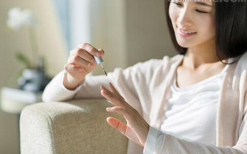 甲沟炎是怎么引起的 甲沟炎该怎么治